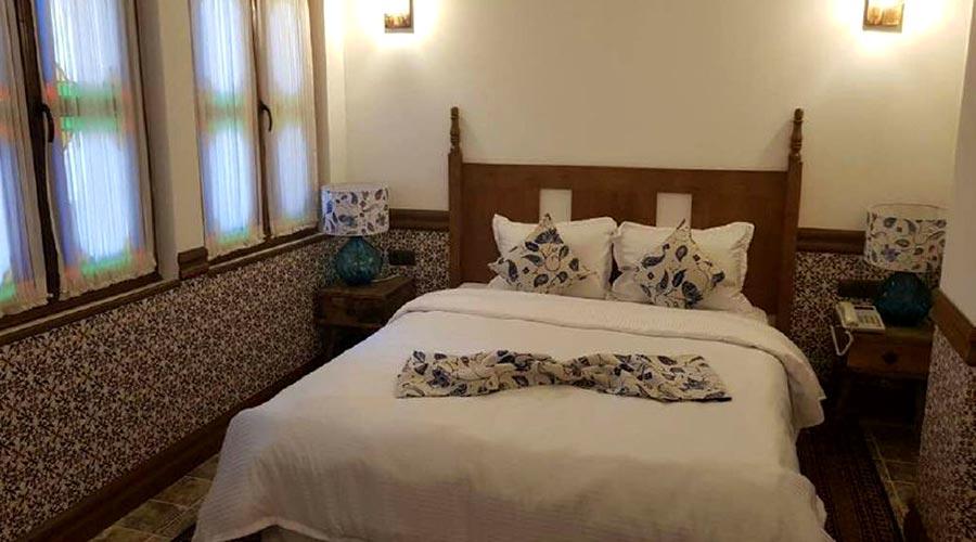 اتاق 3 هتل مشیر الممالک یزد
