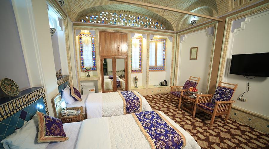اتاق 4 هتل مشیر الممالک یزد