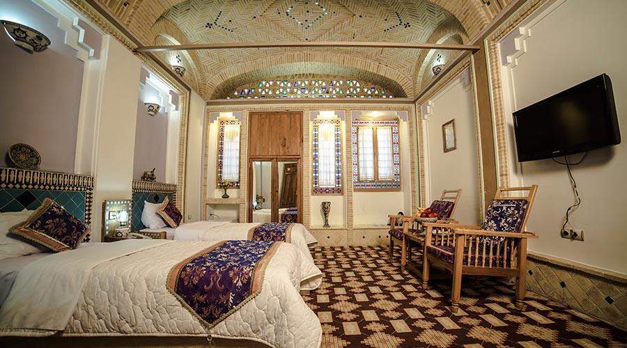 اتاق 5 هتل مشیر الممالک یزد