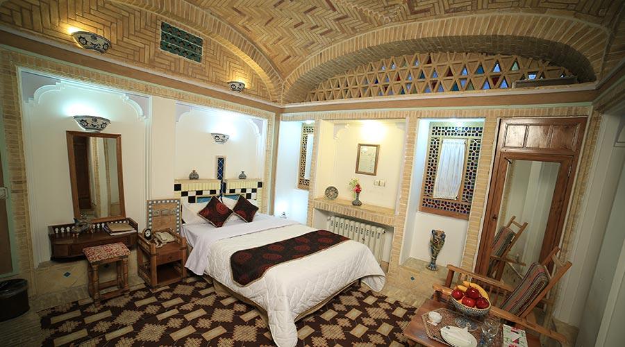 اتاق 6 هتل مشیر الممالک یزد