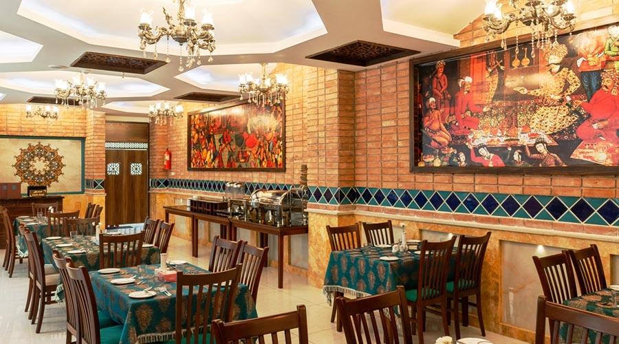 رستوران 2 هتل وکیل شیراز