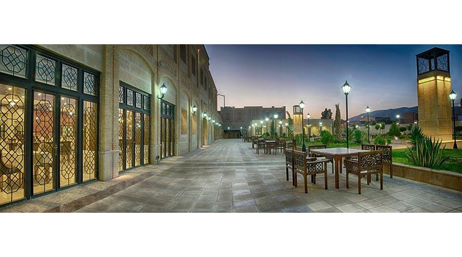 حیاط هتل بین الحرمین شیراز