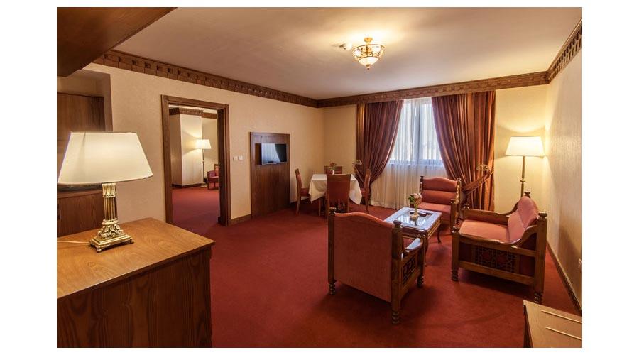 سوئیت لوکس 2 هتل زندیه شیراز