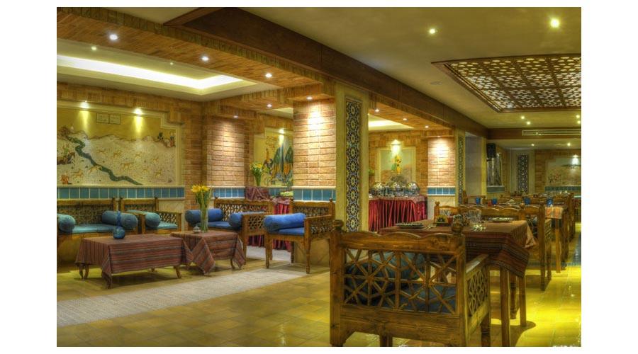 رستوران سنتی 2 هتل زندیه شیراز