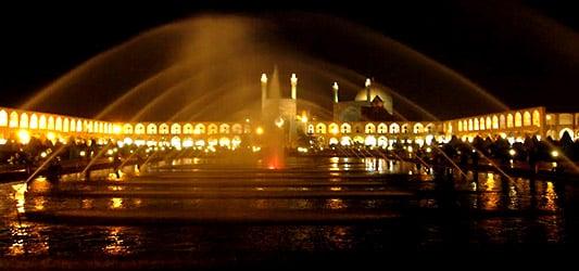 میدان نقش جهان در شب