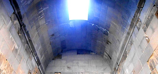 نور محیط پرستشگاه معبد گارنی ایروان