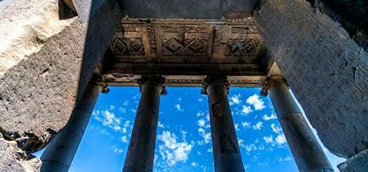 قدمت معبد گارنی